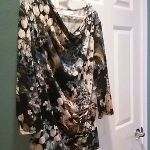 Beautiful floral blouse in deep green tan and blue